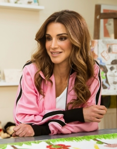 Queen_Rania_of_Jordan_Official_Release_05_(cropped)